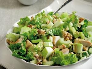 Салат из авокадо огурцов и курицы